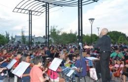 La Orquesta Escuela cerró el año con un impecable concierto al aire libre