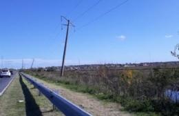 Advierten por la inestabilidad de postes del tendido de alta tensión en la Avenida 66