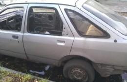Sigue el clamor de vecinos de 162 entre 4 y 5 por autos abandonados, residuos e inseguridad