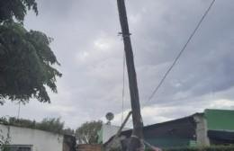 Un poste de luz por el que nadie se hace responsable en 10 y 149