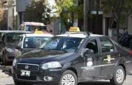 El aumento del combustible suma preocupación a los ya golpeados taxistas locales
