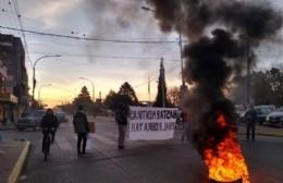 Vecinos preadjudicados de ProCreAr Santa Teresita cortan la Avenida Montevideo