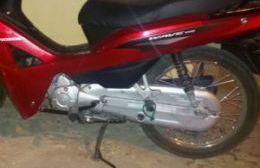 Una menor circulaba en moto robada y terminó detenida