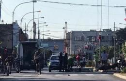 Choque entre auto y moto en Montevideo y 5