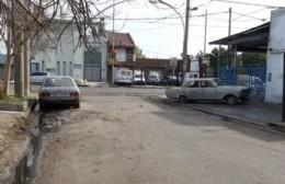 Luego de dos años de clamor vecinal, retiraron auto abandonado… pero quedan más
