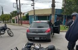 Choque entre un auto y moto en 30 y 164