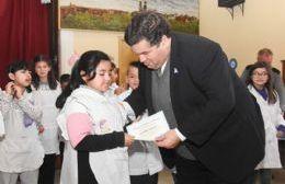 El intendente encabezó el acto de promesa de lealtad a la Bandera en la Escuela N° 3