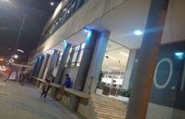 El edificio del COM se iluminó de color de azul para concientizar sobre el autismo
