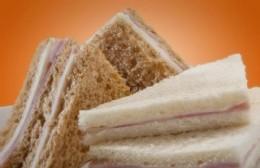 Detenidos tras robar queso, sándwiches y alfajores en un almacén
