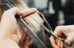 Jornada solidaria de peluquería en el Club Villa España