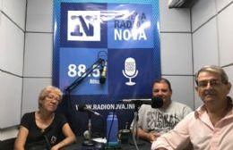 Iris Valdez, Leonardo González y Eduardo Laprovyttola en el aire de BerissoCiudad en Radio.