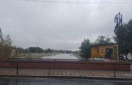 Por alerta de crecida de río, cerraron las compuertas