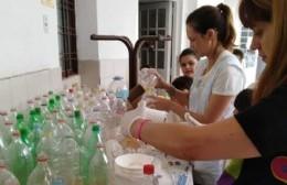 Un techo con botellas reciclables: Aprender y compartir por un bien común
