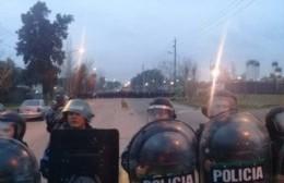 Enfrentamiento entre facciones de la UOCRA frente a la destilería YPF
