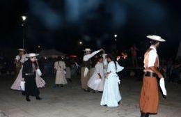 Se viene otra noche de folklore en Plaza 17 de Octubre