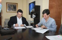 Firma de convenio entre el Municipio y el Sistema de Boletines Oficiales Municipales