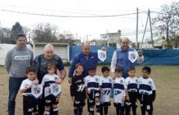 La categoría 2013 de Deportivo Gimnasista estrenó camiseta con la imagen de Malvinas