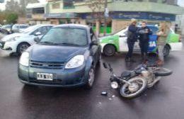 El siniestro fue protagonizado por un auto y una moto.