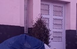 Instalaron una carpa frente a la Municipalidad para pedir el incremento de ayuda