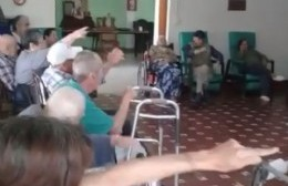 Zumba en el Hogar de Ancianos, al ritmo de Leña para el Carbón