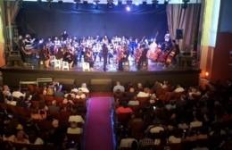 La Orquesta Escuela brilló en el escenario del Teatro municipal Cine Victoria