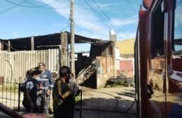 Incendió en un taller de 18 y 173 norte: Vehículos dañados y una mujer debió ser asistida