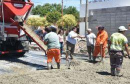 El intendente recorrió trabajos de pavimentos sobre calle 169