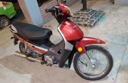 Jóvenes detenidos por robar una motocicleta