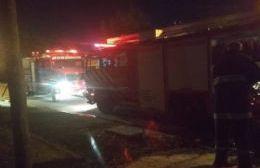 Importantes daños por incendio de vivienda en 9 entre 147 y 148