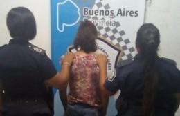 La agresora tiene 28 años y fue aprehendida por personal policial
