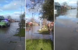 Calle 18 de 149 a 152, todo tapado y con el agua en la vereda