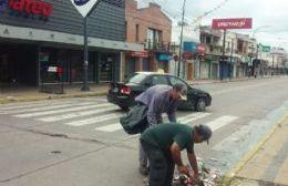 Tras el cese del alerta, personal municipal retomó las tareas de limpieza post corso