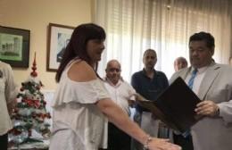 El intendente le toma juramento a Manuela Chueco, ante la atenta mirada de Raúl Murgia (archivo diciembre 2018)..