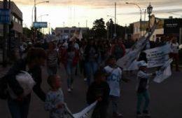 Trabajadores de Copetro junto a sus familias movilizaron por la Avenida Montevideo. (Foto: NOVA)