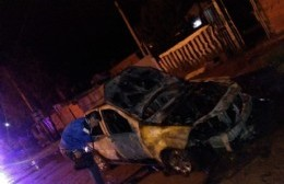 Incendiaron un taxi en el marco de una pelea vecinal