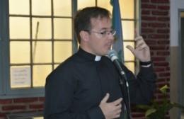 """El Padre Jonatan y la peña de la Parroquia San Francisco: """"Este año hay mucho entusiasmo"""""""
