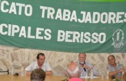 """Plaini pasó por Berisso y respaldó la """"lucha"""" de los trabajadores municipales"""
