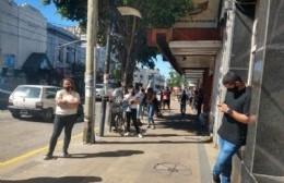 Gran concurrencia en el Banco Provincia de Montevideo y Génova