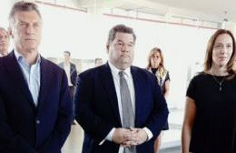 El intendente de Berisso flanqueado por el presidente Macri y la gobernadora Vidal.