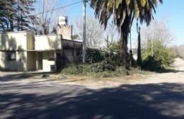 """La esquina del olvido en Barrio Universitario: """"La calle se está comiendo mi casa"""""""