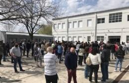 Largas filas y demora de más de una hora para votar en la mayoría de las escuelas