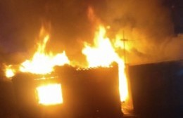 Voraz incendio: Daños totales en una casa de Villa Progreso