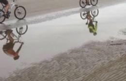 Siete ciclistas quedaron atrapados por la crecida del río: Los rescataron sanos y salvos
