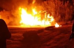 Pérdidas totales por incendio en vivienda de 34 entre 178 y 179