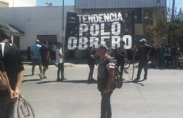 """Manifestación tras la detención de dos referentes del Polo Obrero: """"Estaremos acá hasta que sean liberados"""""""