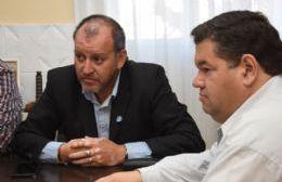 El titular de la Cámara Argentina de la Construcción Steel Frame, Jorge Gaona y el intendente Nedela.
