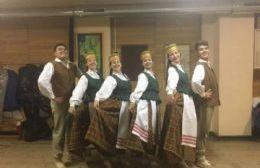 "Integrantes del Conjunto ""Nemunas"" actuaron en escuela secundaria de Lituania"