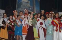 Presentación de representantes culturales infantiles y despedida de reinitas salientes