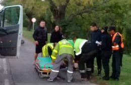 Una motocicleta atropelló a un peatón en la 60