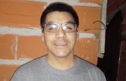 Juan Godoy necesita la colaboración de los vecinos para compararse lentes especiales